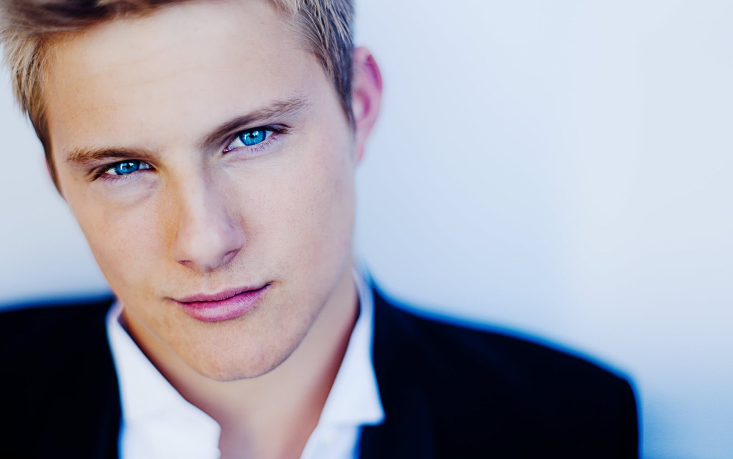 Alexander Ludwig - Height, Weight and Body Measurements