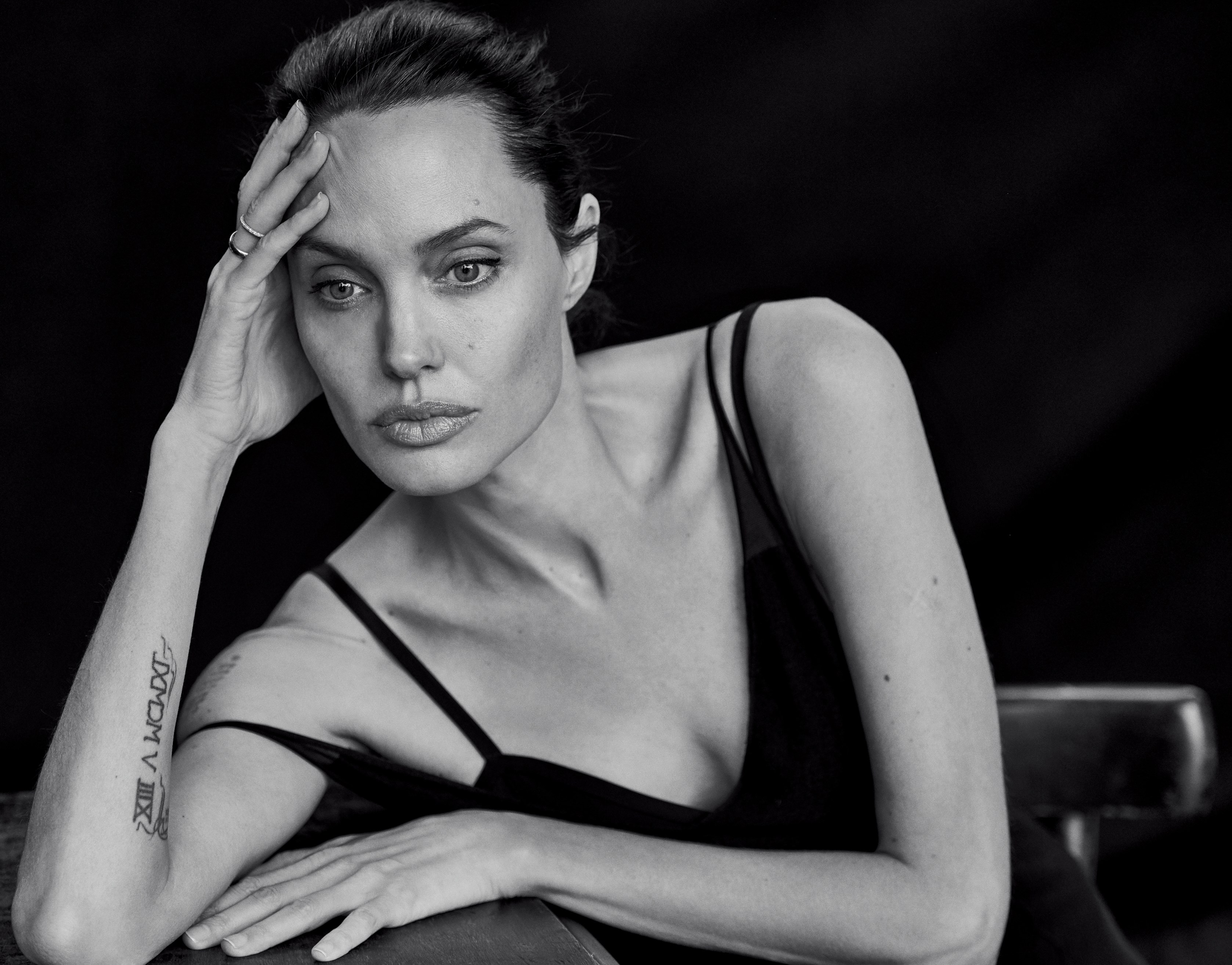 Angelina Jolie Height, Weight and Body Measurements