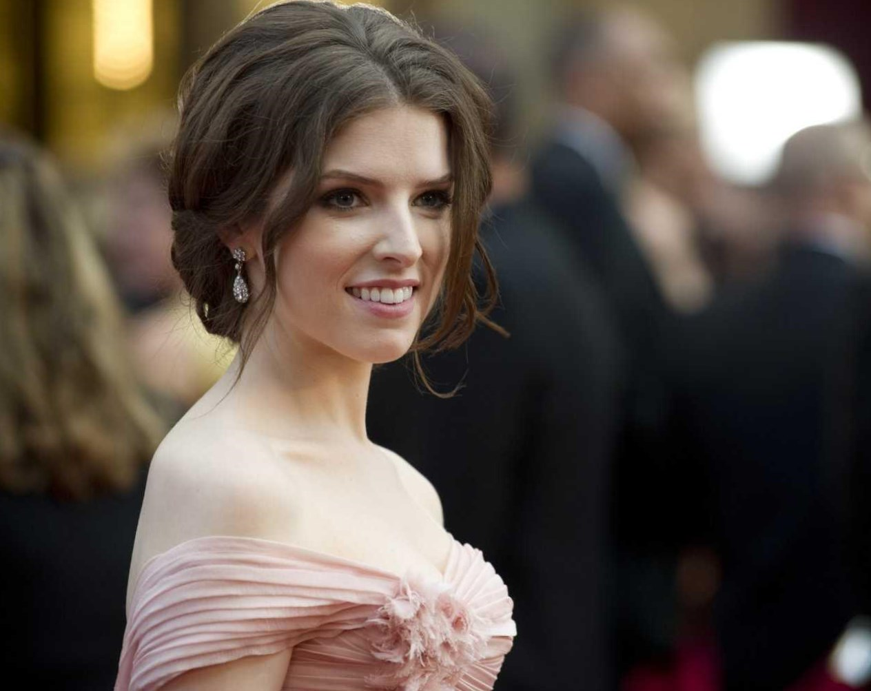 Anna Kendrick  Height, Weight and Body Measurements