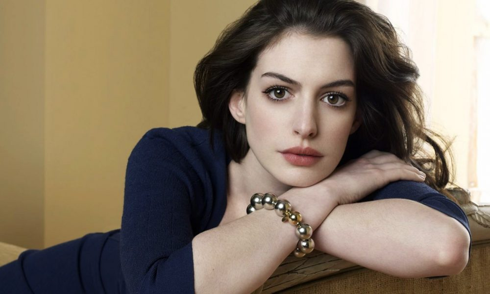 Anne Hathaway S Body Measurements Height Weight Age