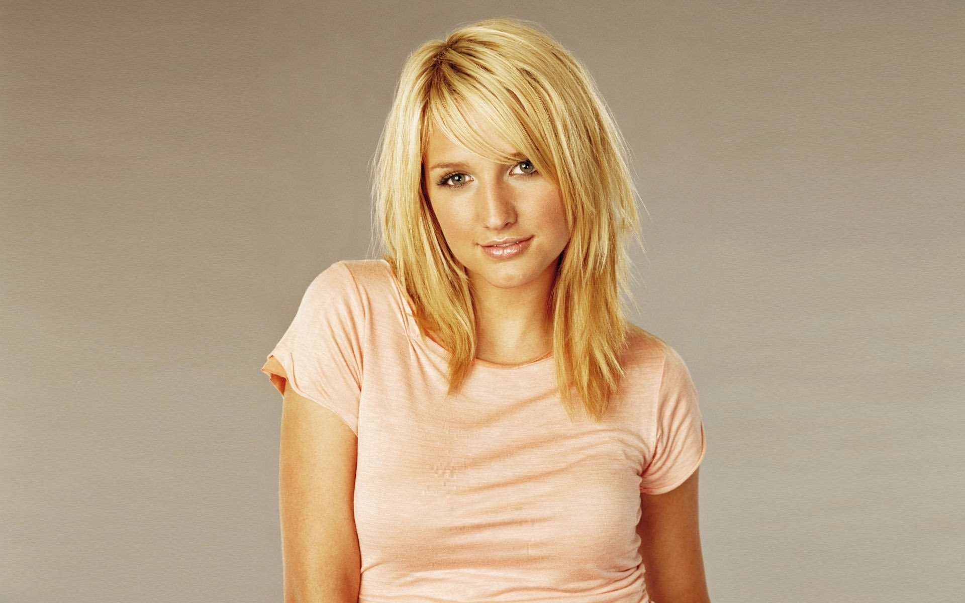 Ashlee Simpson Height, Weight and Body Measurements