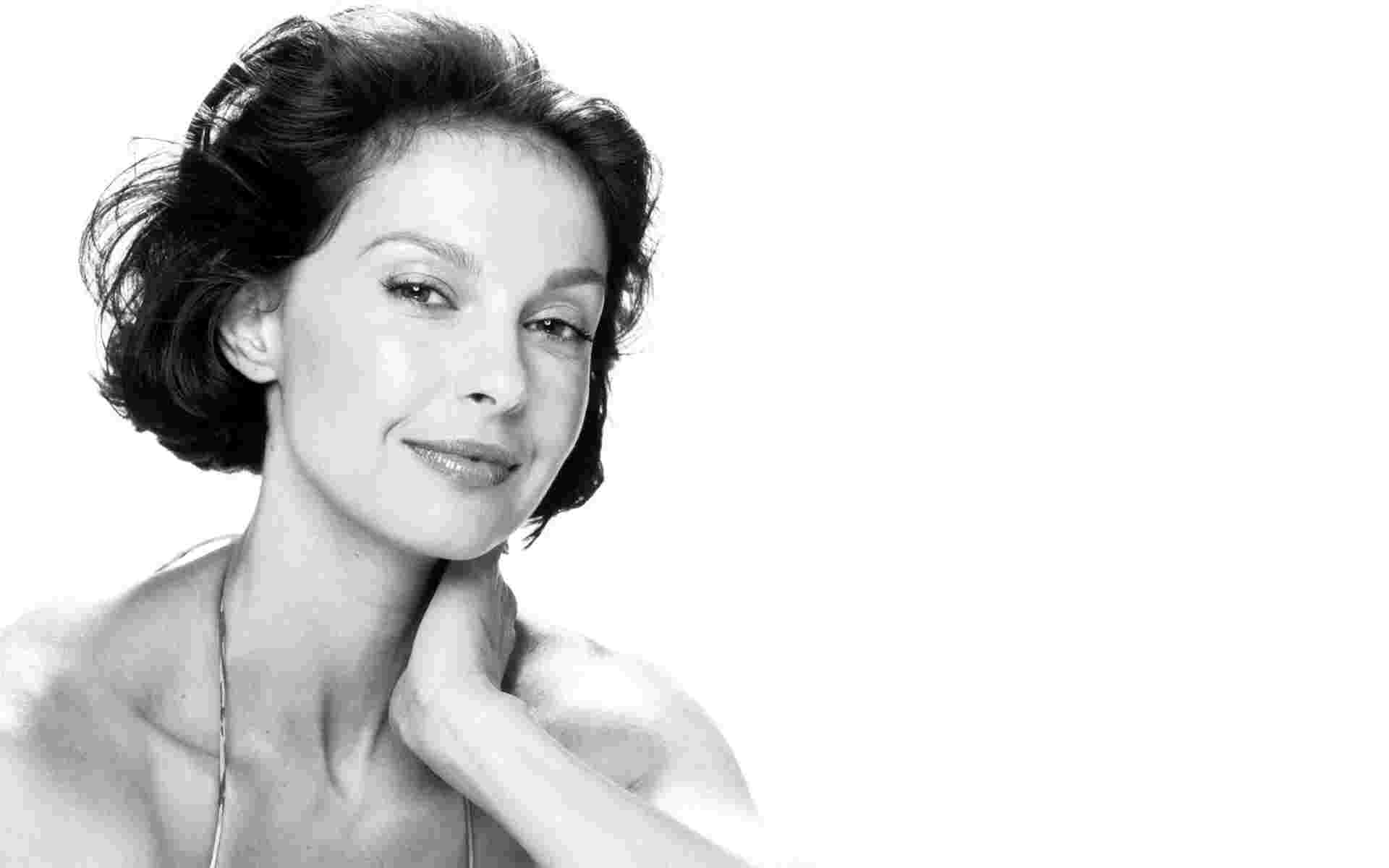 Ashley Judd - Height, Weight and Body Measurements