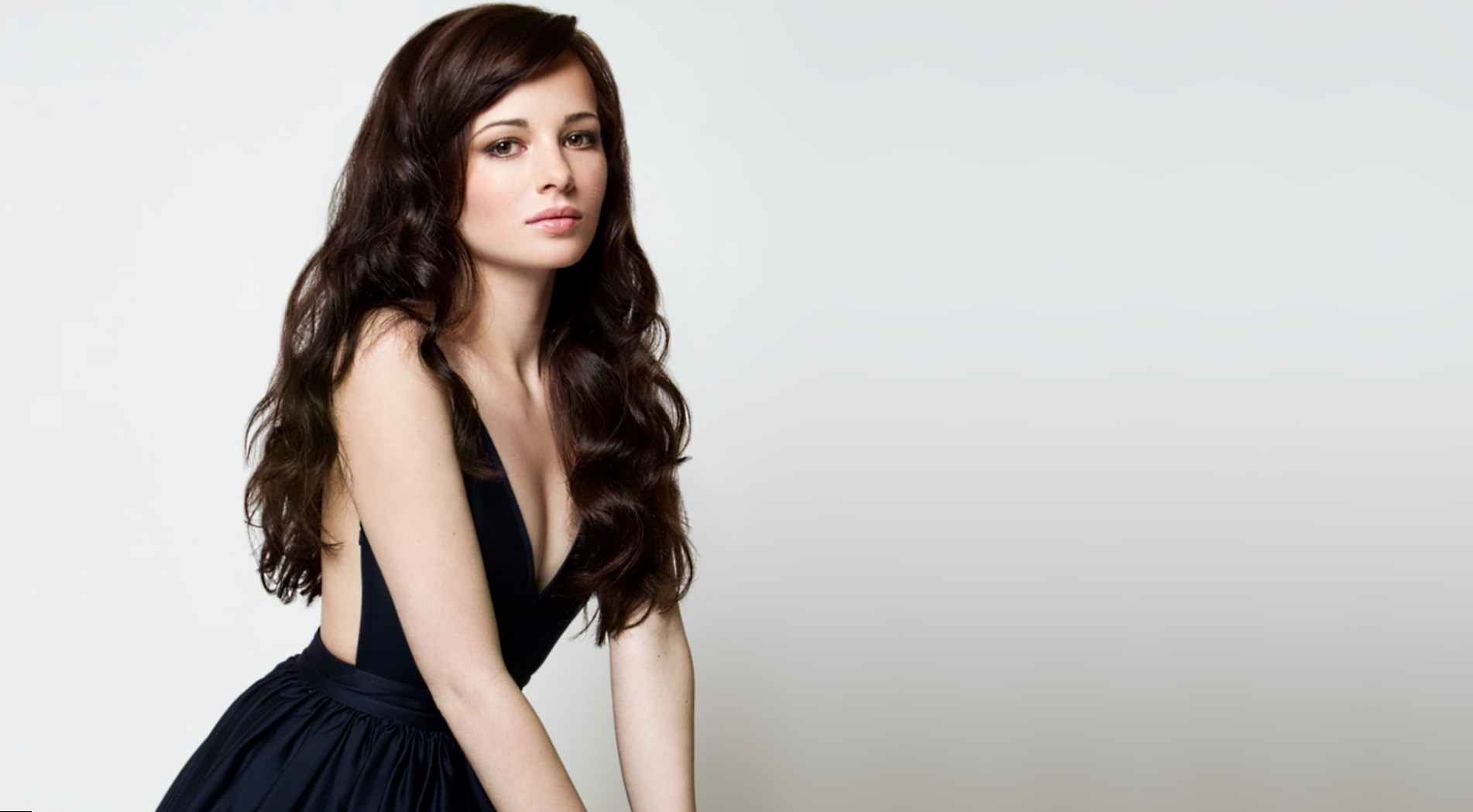 Ashley Rickard  Height, Weight and Body Measurements
