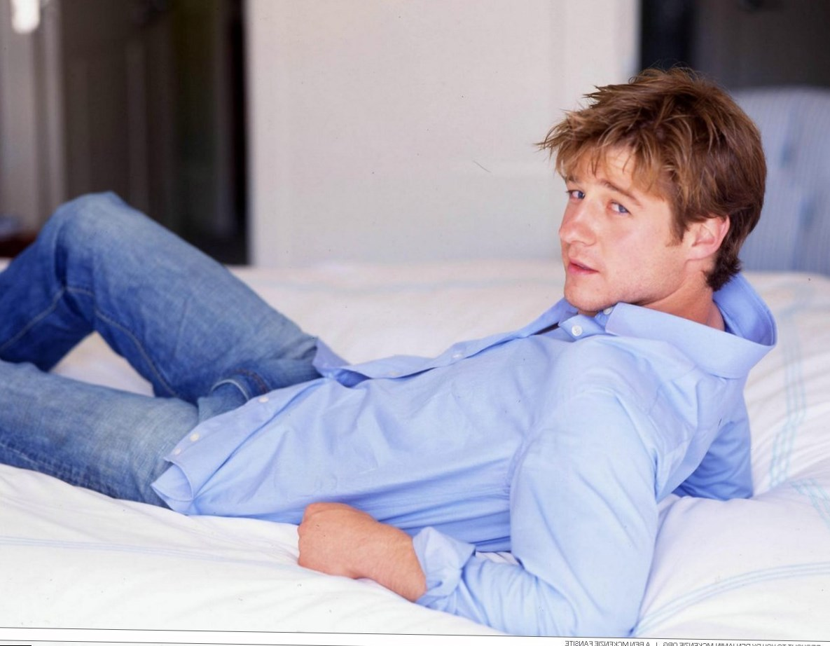 Benjamin McKenzie Height, Weight and Body Measurements