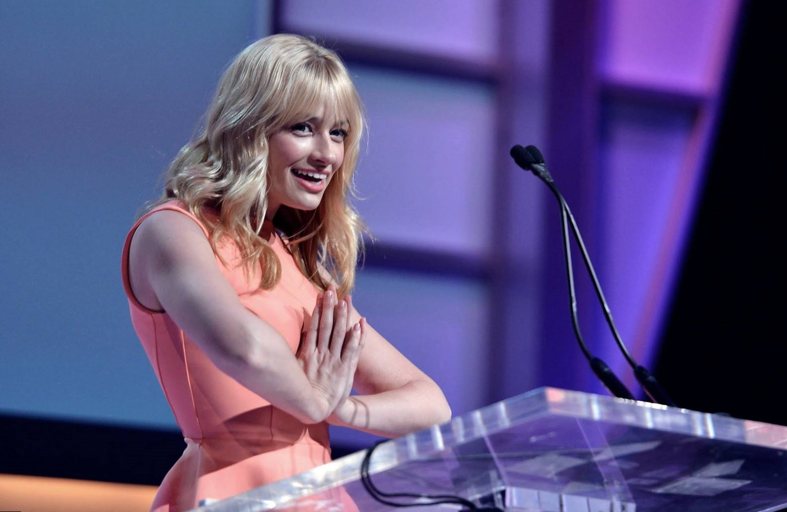 Beth Behrs body measurements