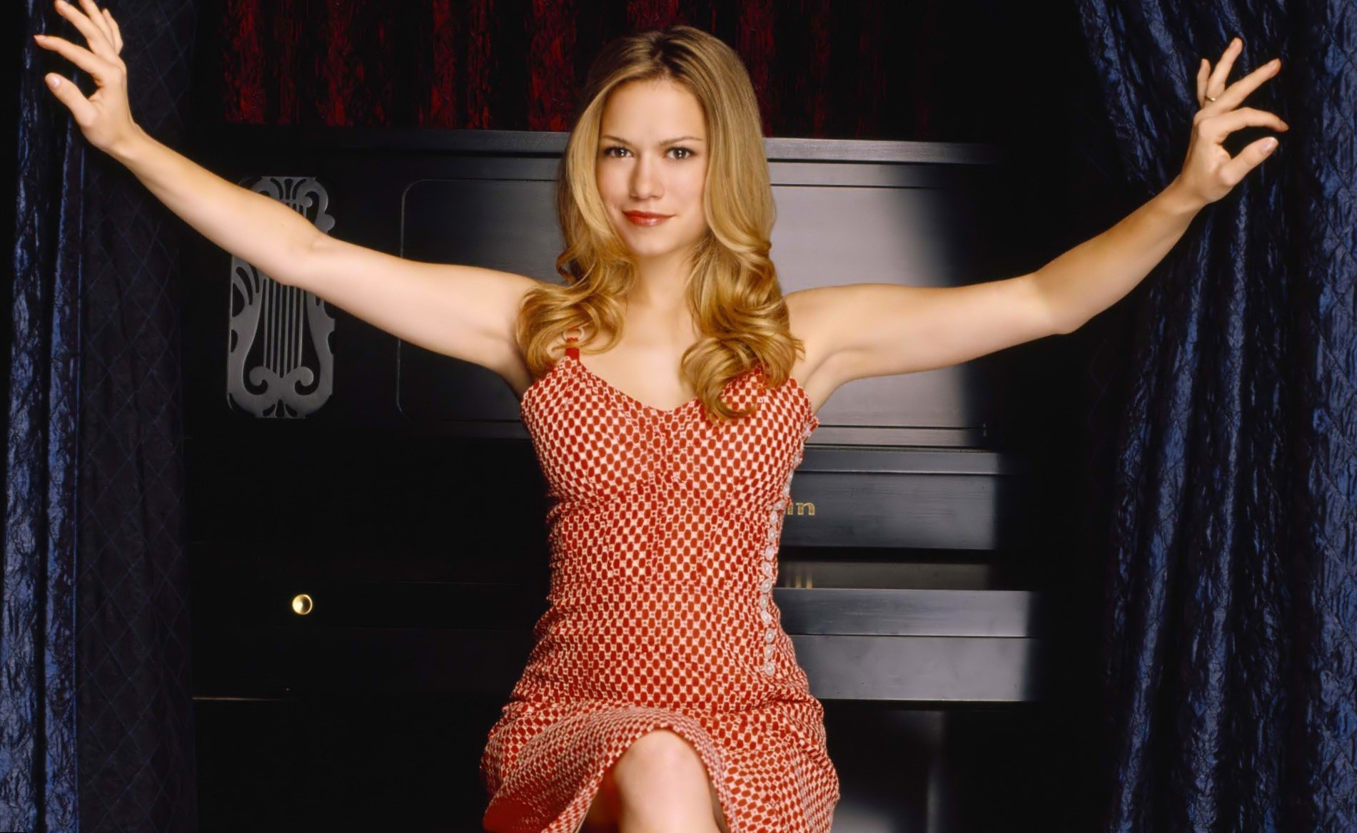 Bethany Joy Lenz  Height, Weight and Body Measurements