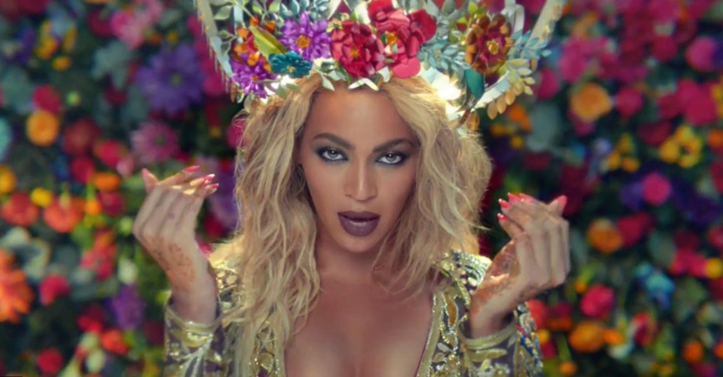 "Beyonce, aged 36 years old. The singer-actress weighs 62 kg( pounds) and has a height of 5'"" ( cm). Her workout reportedly includes cardiovascular exercises, which helps her maintain a figure."