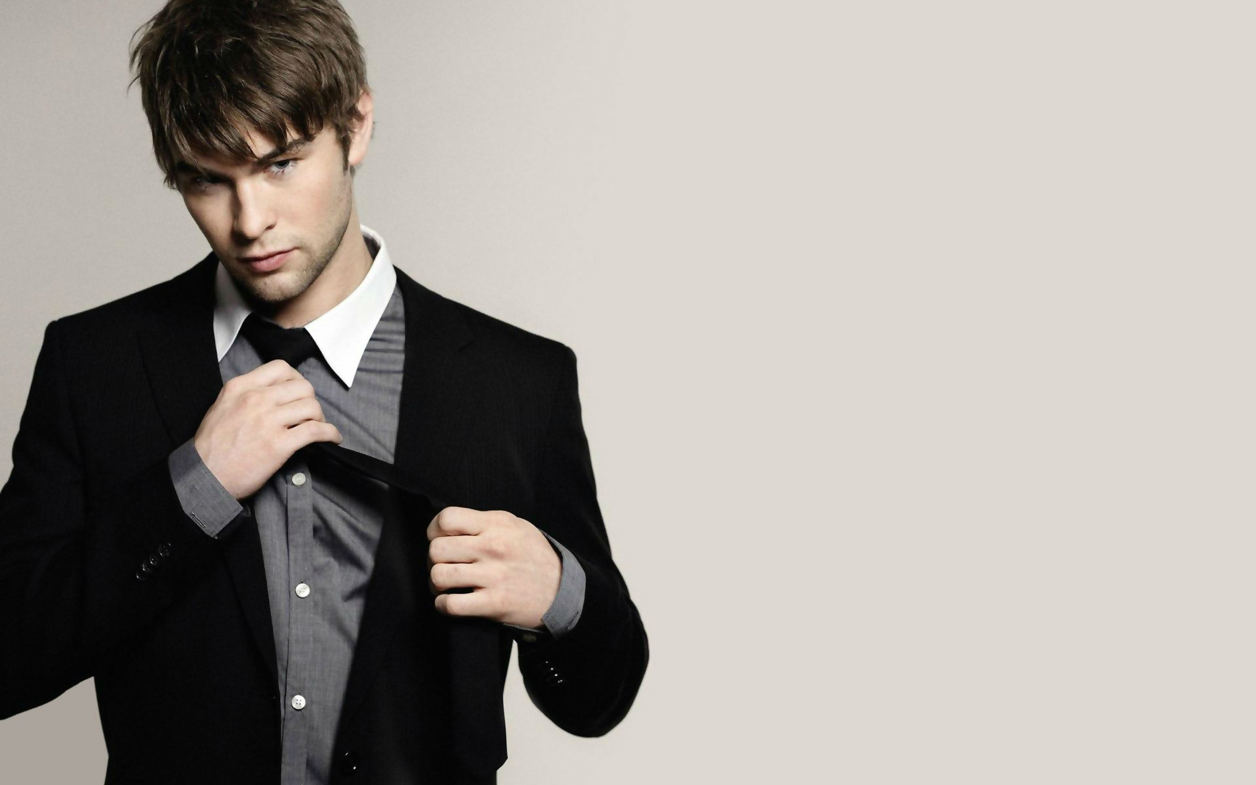 Chace Crawford`s height, weight and age