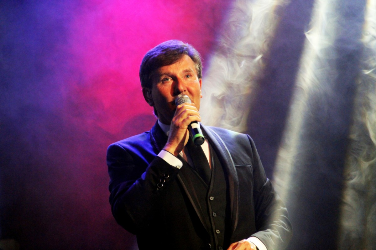 daniel-o-donnell-height-weight-age-body-measurements-2