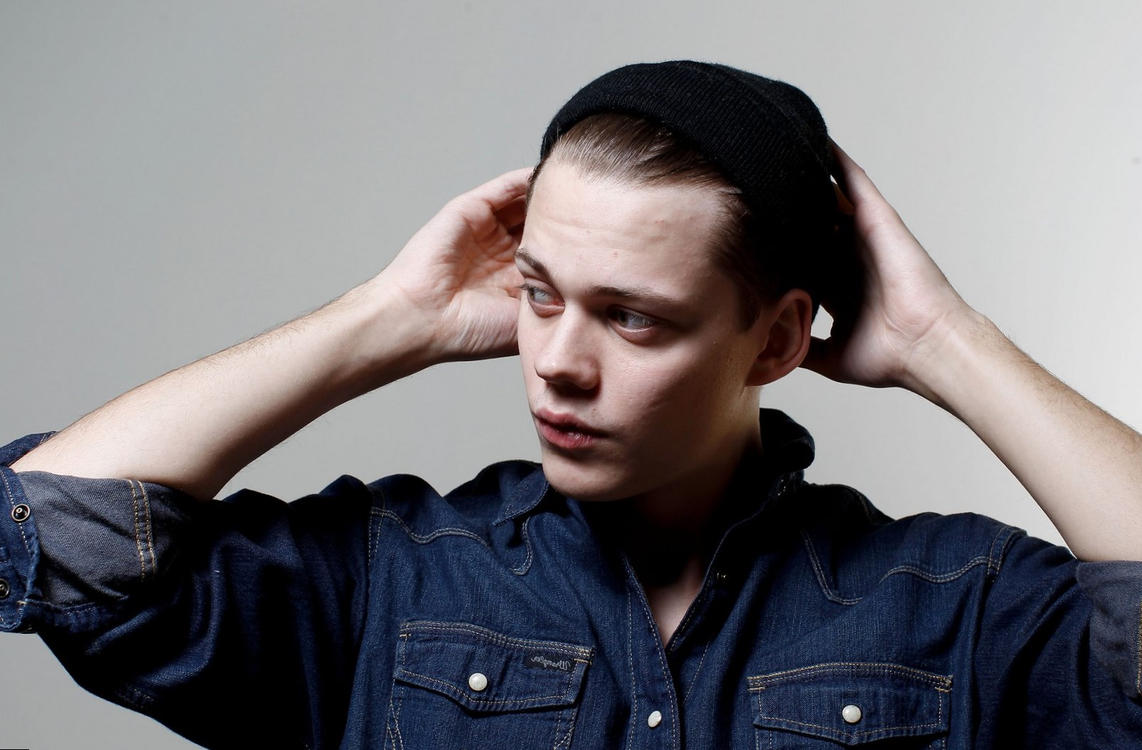 Bill Skarsgard body measurements