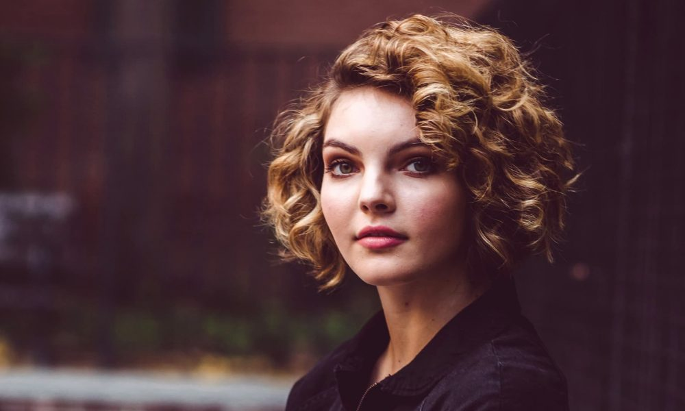 Camren Bicondova's body measurements, height, weight, age.