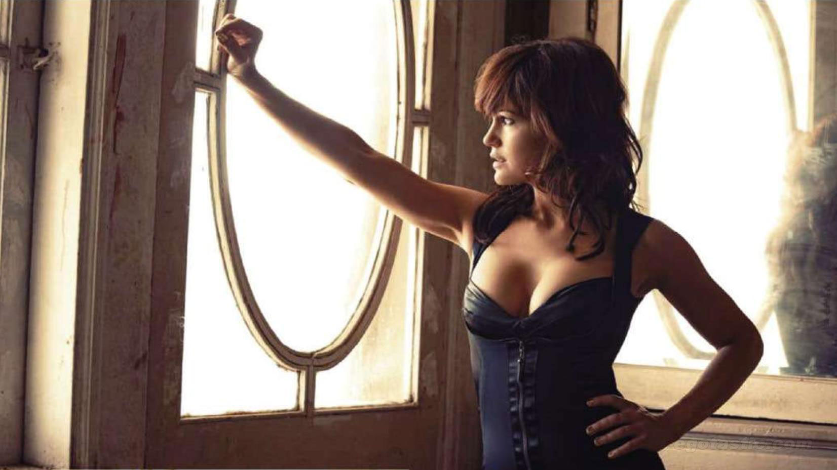 know-carla-gugino-s-height-weight-3