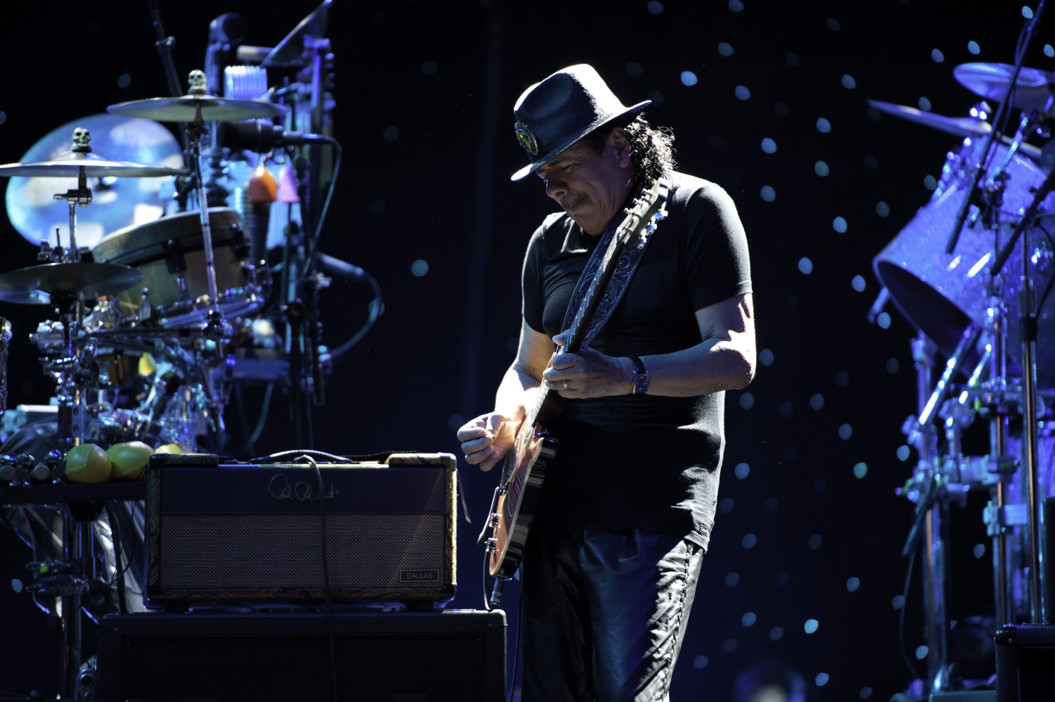 know-carlos-santana-singer-s-height-weight-3