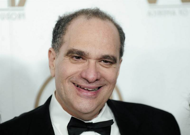Bob Weinstein`s eyes and hair color