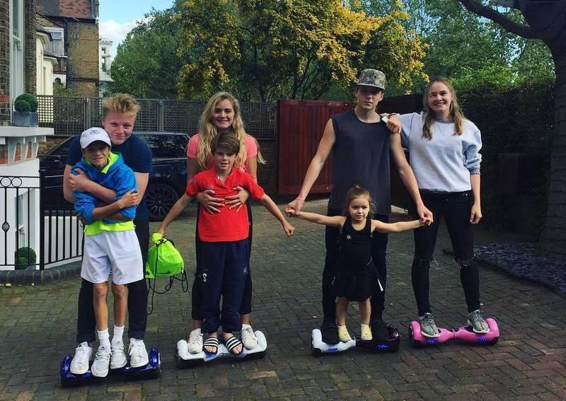Gordon Ramsay's children with Victoria and David Beckhams children