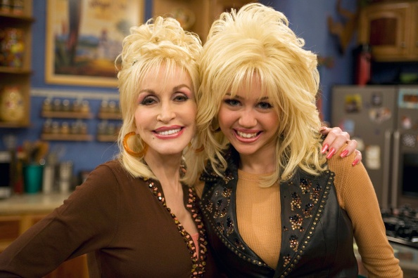 Miley Cirus godmother - Dolly Parton