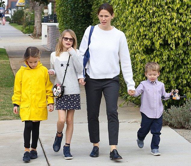Ben Affleck`s wife and children