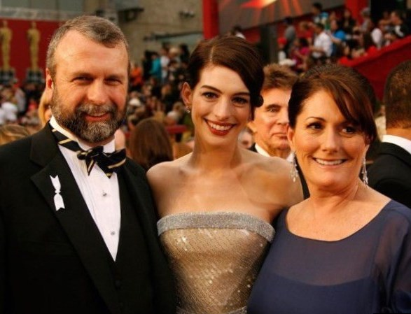 Anne Hathaway`s family - parents