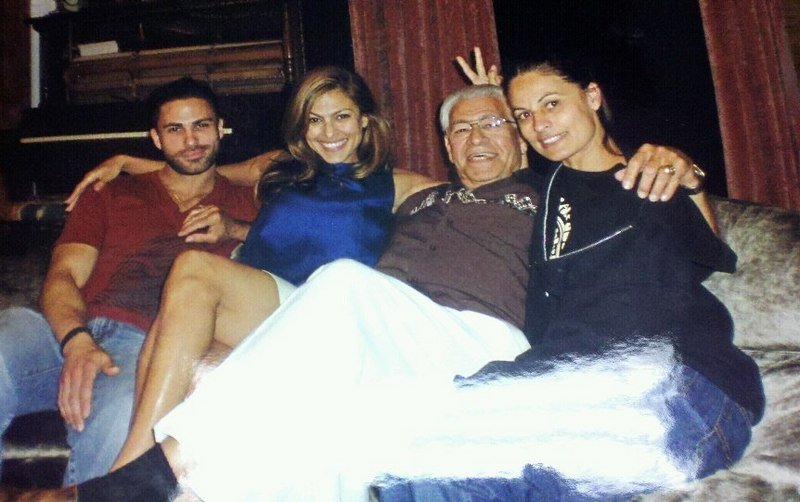 Eva Mendes' family - father and siblings