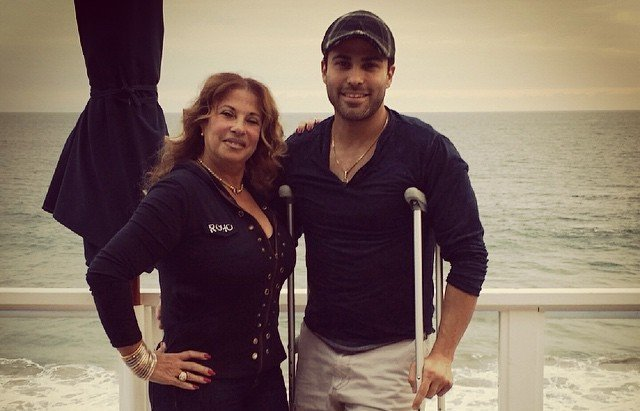 Eva Mendes' siblings - half-brother Carlo Mendez with mother