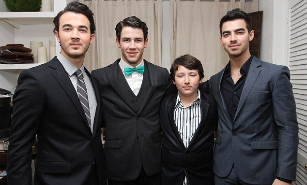 Nick Jonas' siblings - 3 brothers