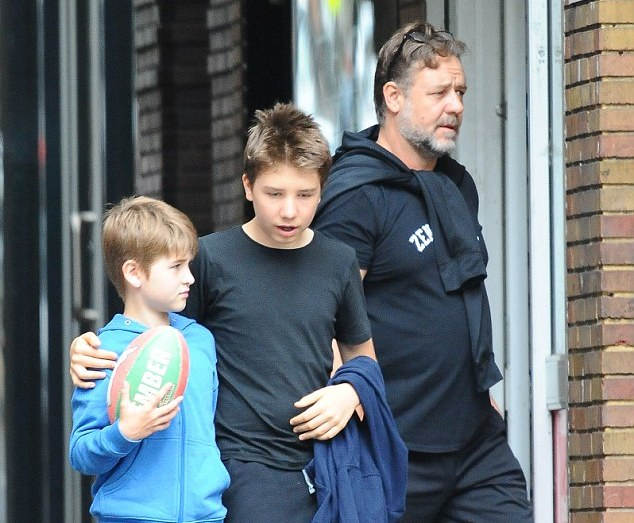 Russell Crowe's children - 2 sons