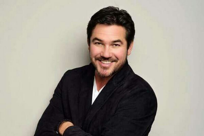 Dean Cain's family: parents, siblings, wife and kids