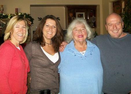 Dean Norris' siblings - 2 sisters and mother