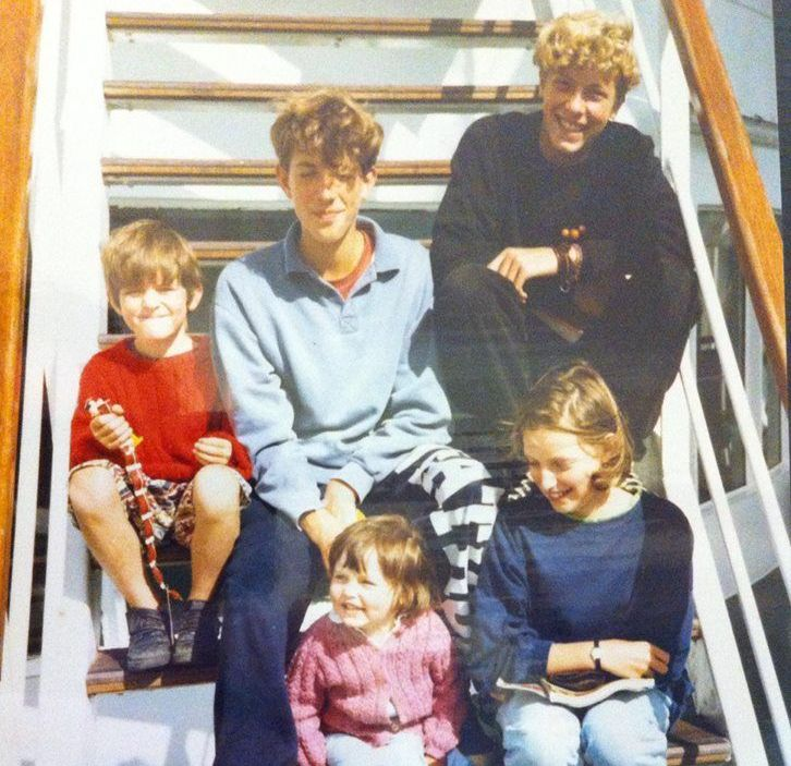 Chris Martin's siblings