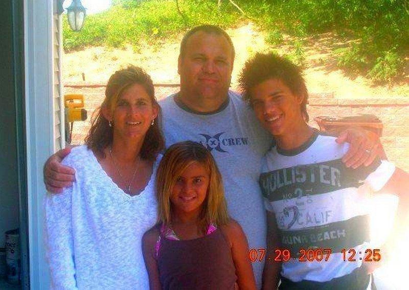 Taylor Lautner's family