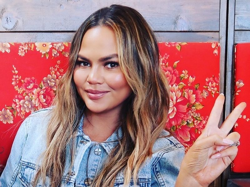 Chrissy Teigen's family: parents and siblings