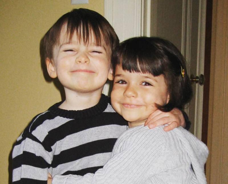 Noah Schnapp siblings - sister Chloe Schnapp