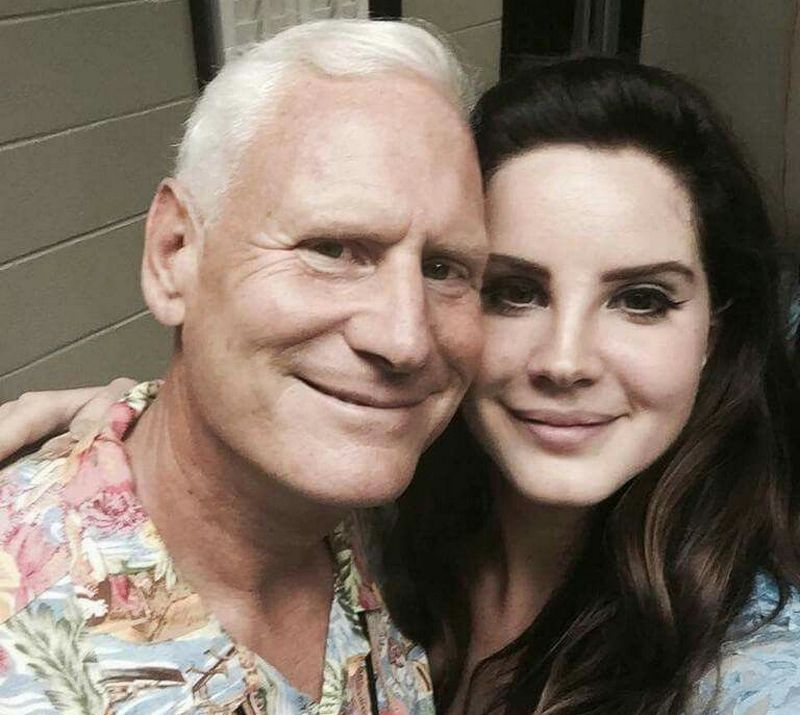 https://bodyheightweight.com/wp-content/uploads/2019/10/Lana-Del-Rey-family-father-1.jpg