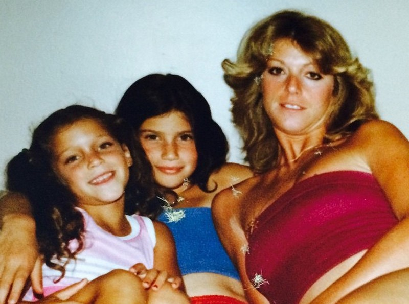 Idina Menzel family - mother Helene and sister